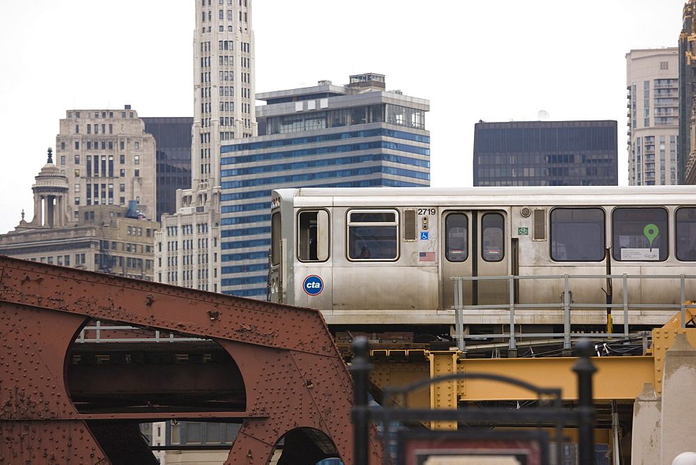 El train on the elevated train system, The Loop, Chicago, Illinois, United States of America, North America - 462-2300