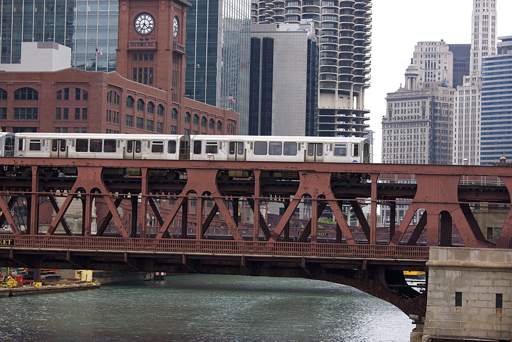 An El train on the elevated train system crossing Wells Street Bridge, Chicago, Illinois, United States of America, North America