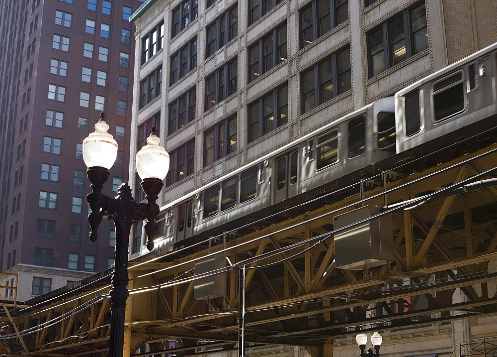 El train on the elevated train system, The Loop, Chicago, Illinois, United States of America, North America