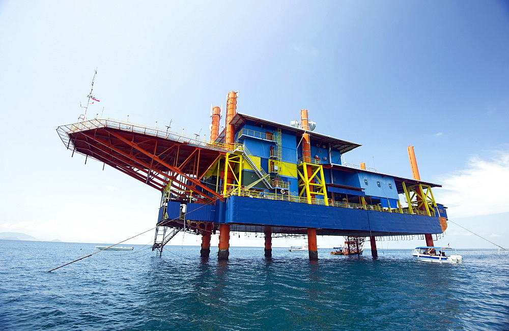 Seaventures recycled oil rig hotel, Mabul Island in the Celebes Sea, eastern Sabah, Borneo, Malaysia, Southeast Asia, Asia