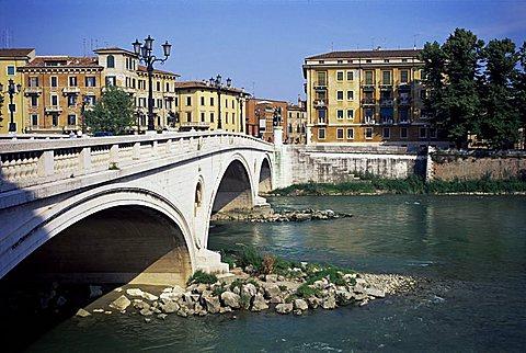 Vittoria Bridge and River Adige, Verona, Veneto, Italy, Europe