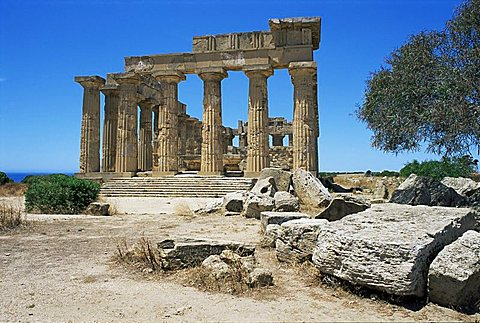 Ruins of Greek temple, Selinunte, Sicily, Italy, Europe