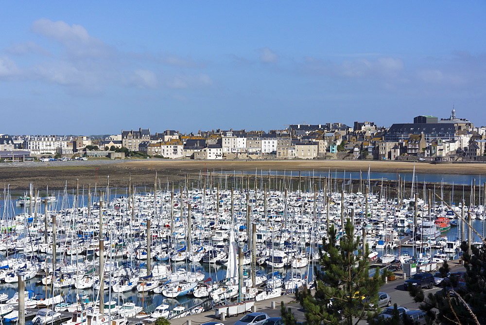Marina and main town, St. Malo, Brittany, France, Europe