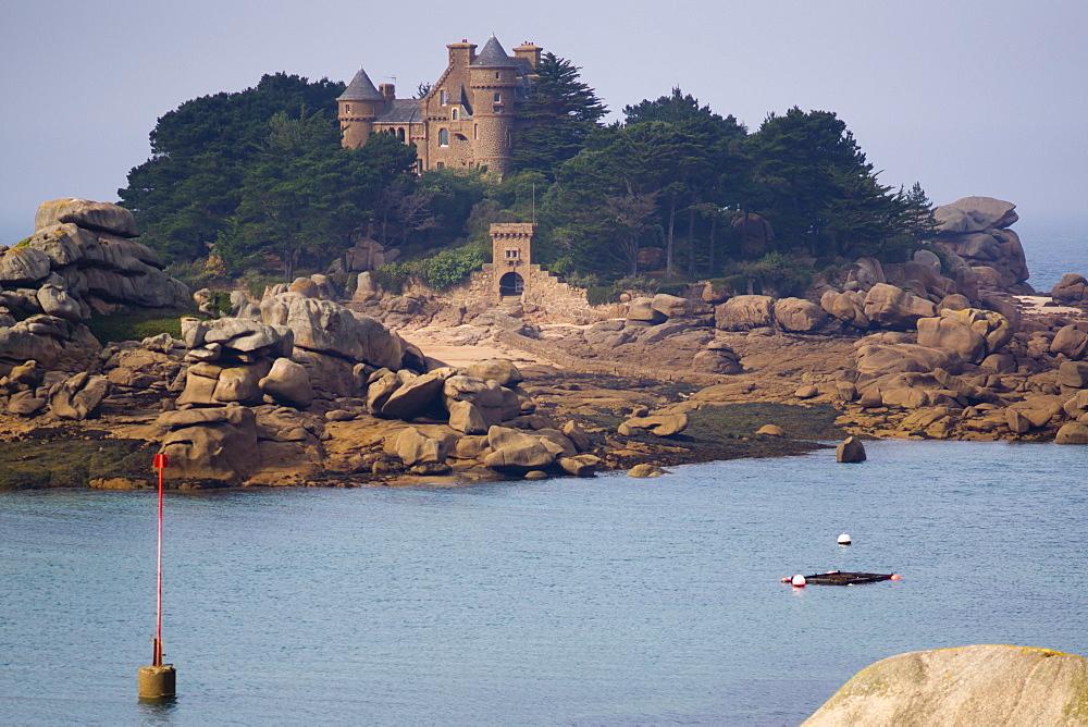 Chateau Costaeres, Ploumanach, Cote de Granit Rose, Brittany, France, Europe