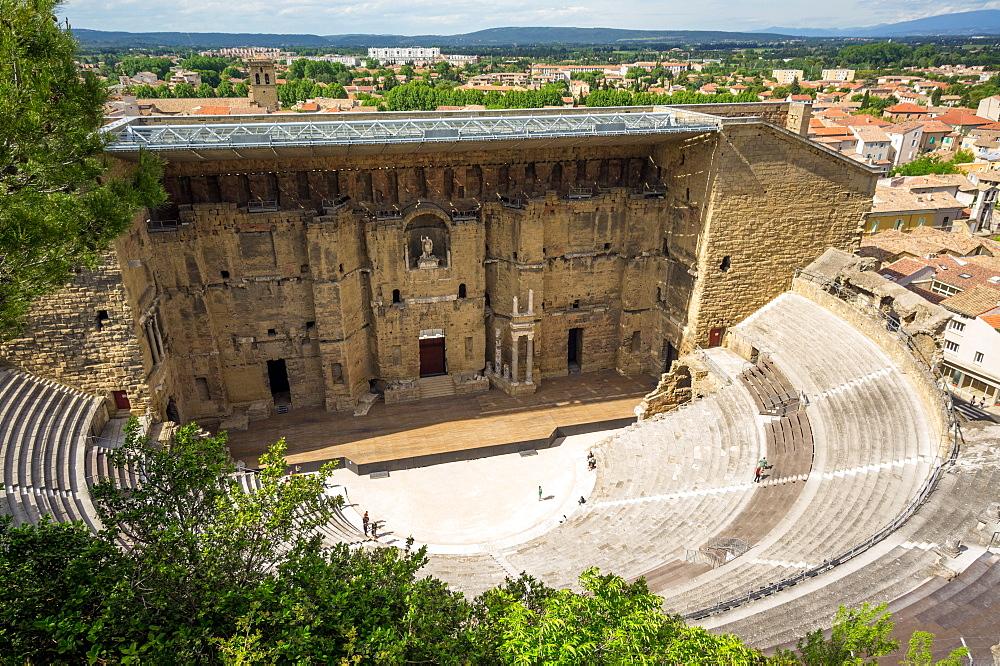 Amphitheatre and view over town, Orange, Provence Alpes-Cote d'Azur, France, Europe