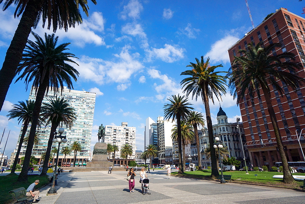 Plaza Independencia, Montevideo, Uruguay, South America - 483-1782