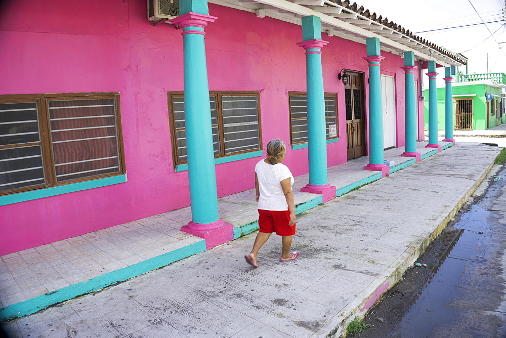 Colourful street scene, Tlacotalpan, UNESCO World Heritage Site, Mexico, North America