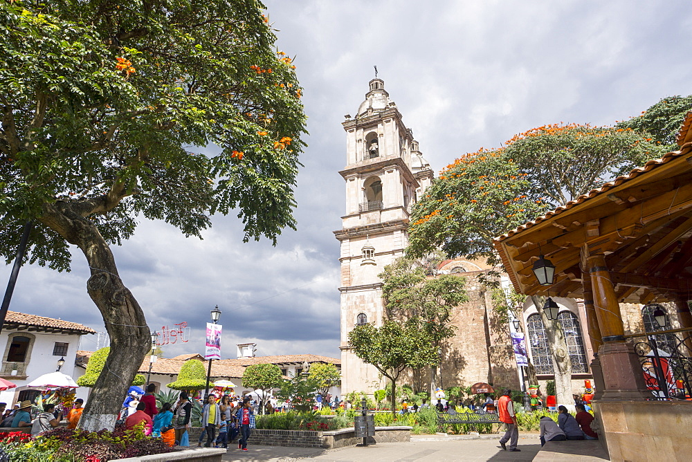 Paroquia de San Francisco de Assisi church and town square, Valle de Bravo, Mexico, North America