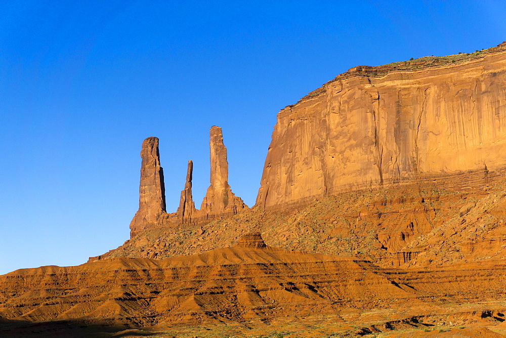 The Three Sisters, Monument Valley, Utah, United States of America, North America - 483-2090
