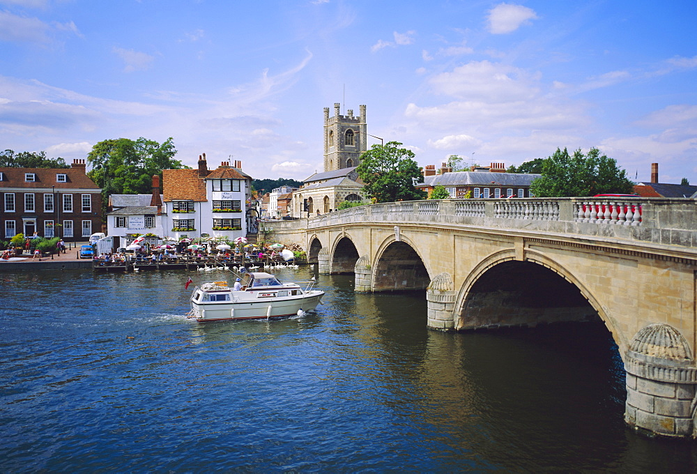 Henley on Thames, Bridge and River Boat, Oxfordshire, England