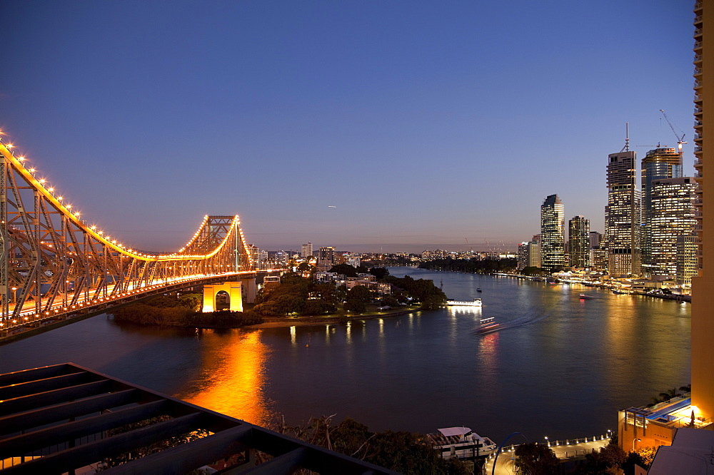 Story Bridge, Kangaroo Point, Brisbane River and city centre at night, Brisbane, Queensland, Australia, Pacific