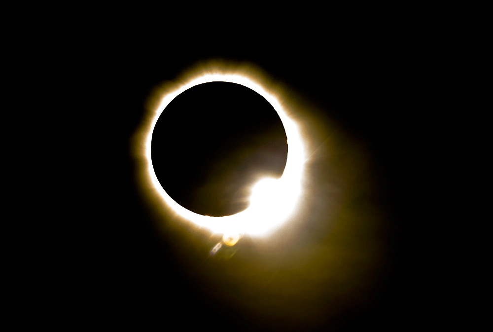 Diamond ring effect during total eclipse of the sun on 13 November 2012 from Palm Cove, Cairns, North Queensland, Australia, Pacific - 489-1484