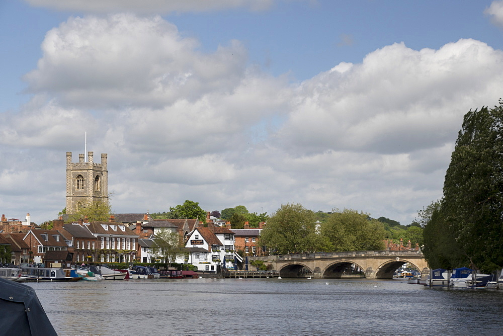 Town, bridge and St. Mary's Church, Henley on Thames, Oxfordshire, England, United Kingdom, Europe