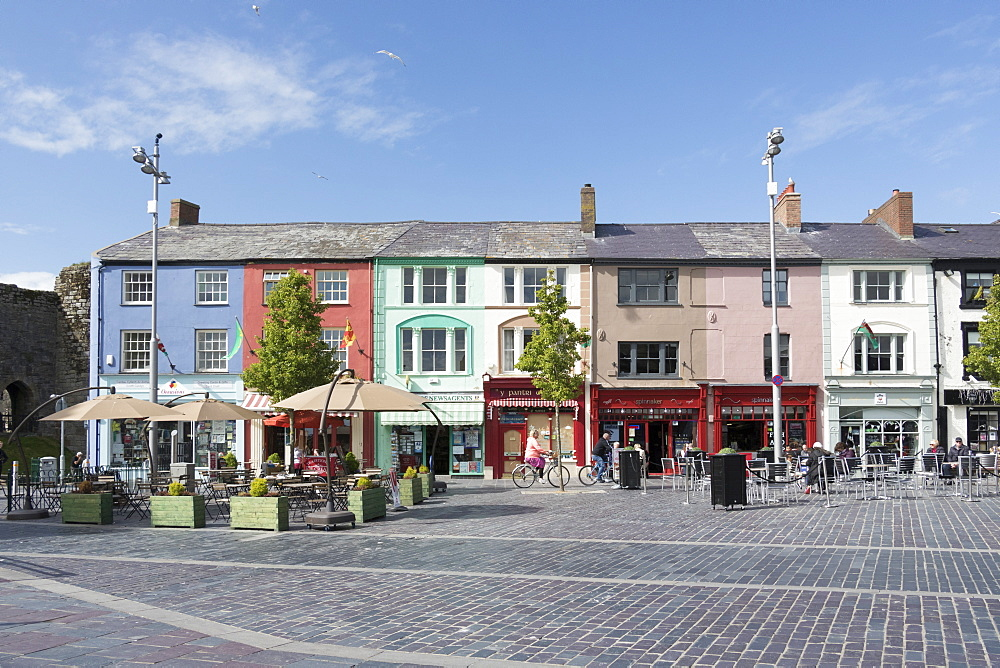 Shops in Castle Square, Caernarfon, Wales, United Kingdom, Europe - 489-1633