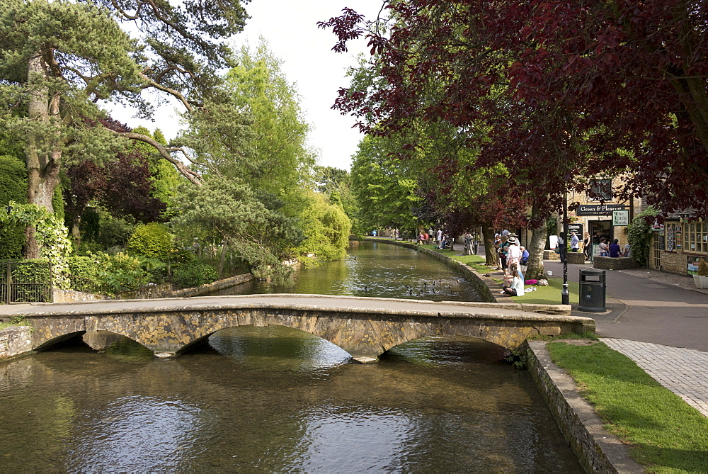 Bourton-on-the-Water, Gloucestershire, Cotswolds, England, United Kingdom, Europe - 489-1698