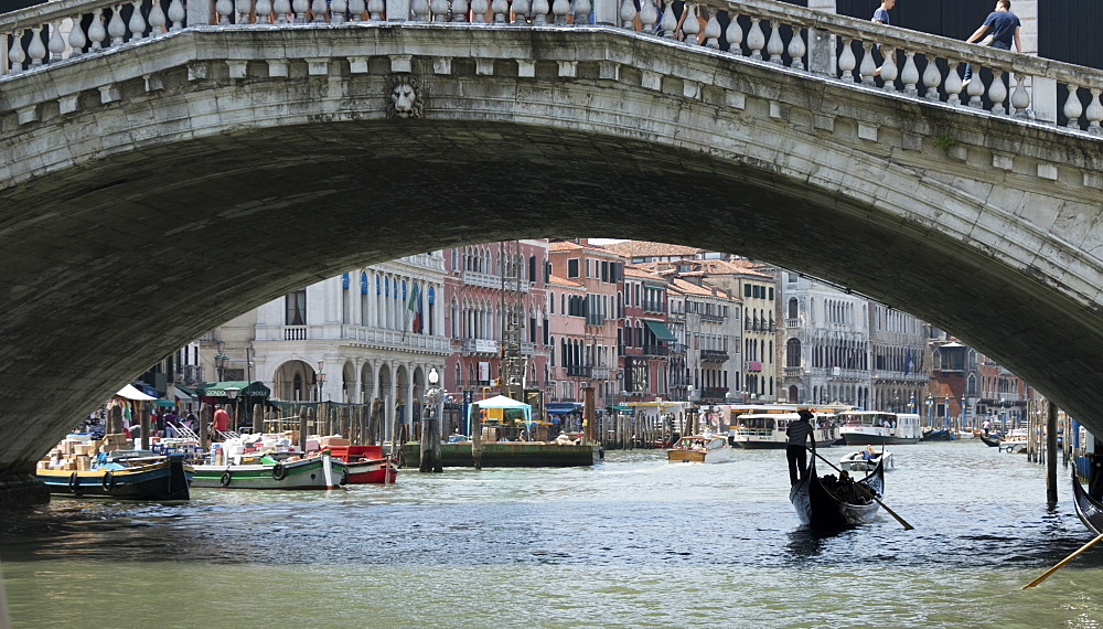 Gondola under Rialto Bridge, Grand Canal, Venice, UNESCO World Heritage  Site, Veneto, Italy, Europe - 489-1717