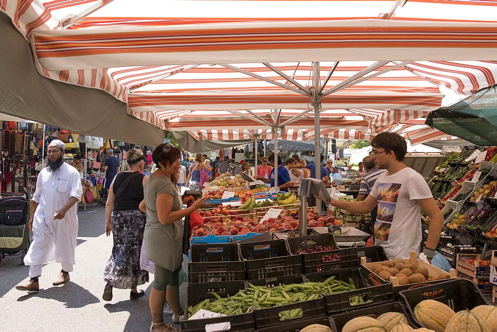 Market, Lido di Jesolo, Venice, Veneto, Italy, Europe - 489-1726