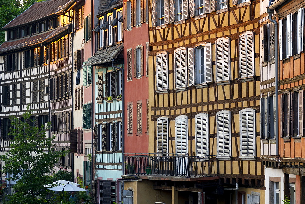 Medieval buildings beside the canal, Petite France, UNESCO World Heritage Site, Strasbourg, Alsace, France, Europe - 489-1777
