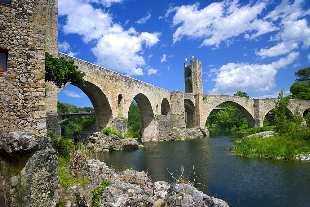 The Romanesque bridge, Besalu, Catalonia, Spain, Europe - 492-3573