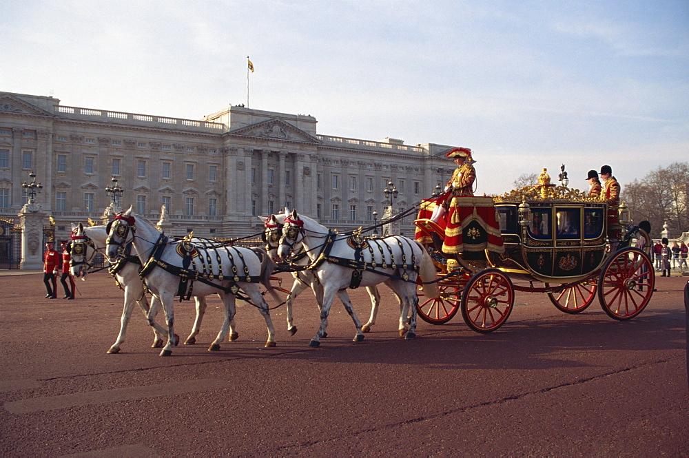 Royal carriage outside Buckingham Palace, London, England, United Kingdom, Europe - 505-659