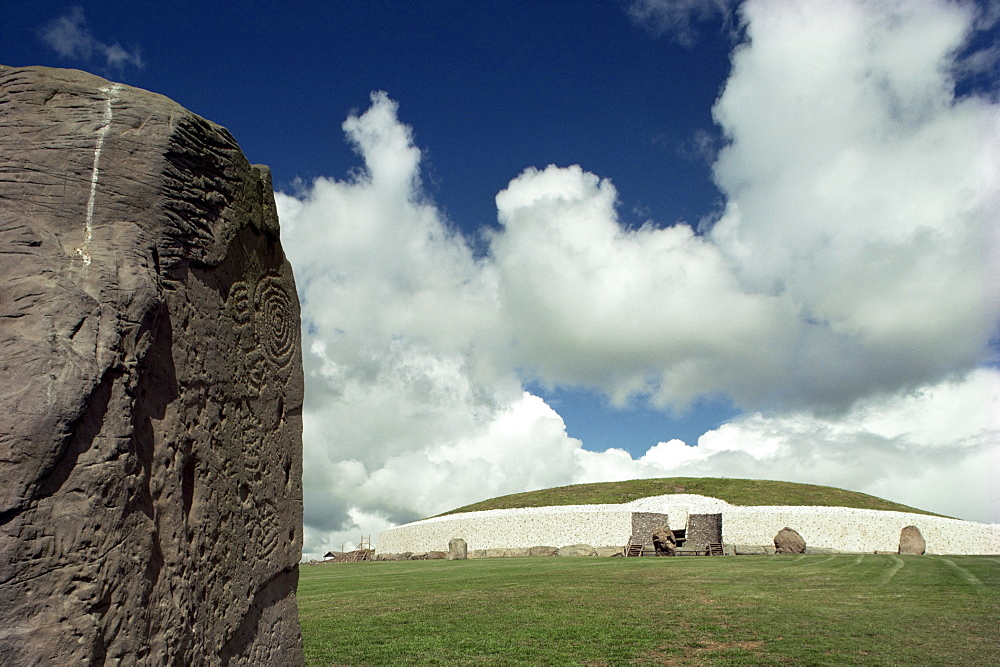 Newgrange, County Meath, Leinster, Republic of Ireland (Eire), Europe - 508-14551