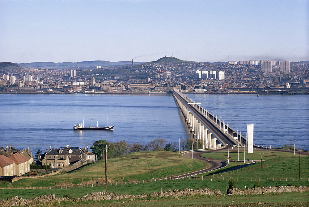 The Tay Bridge, Dundee, Angus, Scotland, United Kingdom, Europe