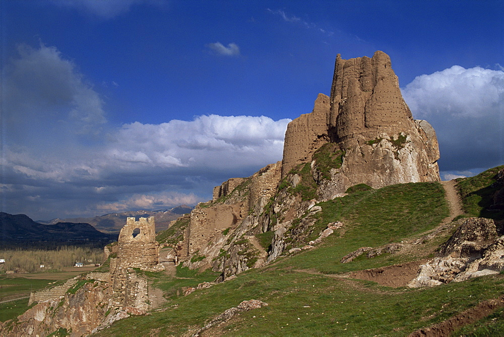 Castle of Van dating from around 740 BC on a hill overlooking Lake Van, in Anatolia, Turkey, Asia Minor, Eurasia