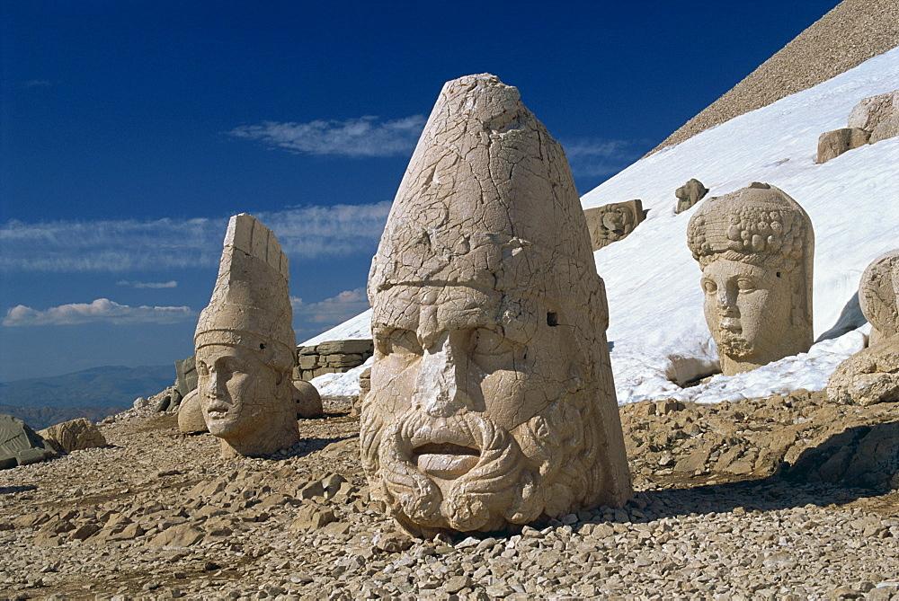 Statue heads of Zeus, Antiochos and Tyche, west terrace at Nemrut Dag, UNESCO World Heritage Site, Anatolia, Turkey, Asia Minor, Eurasia