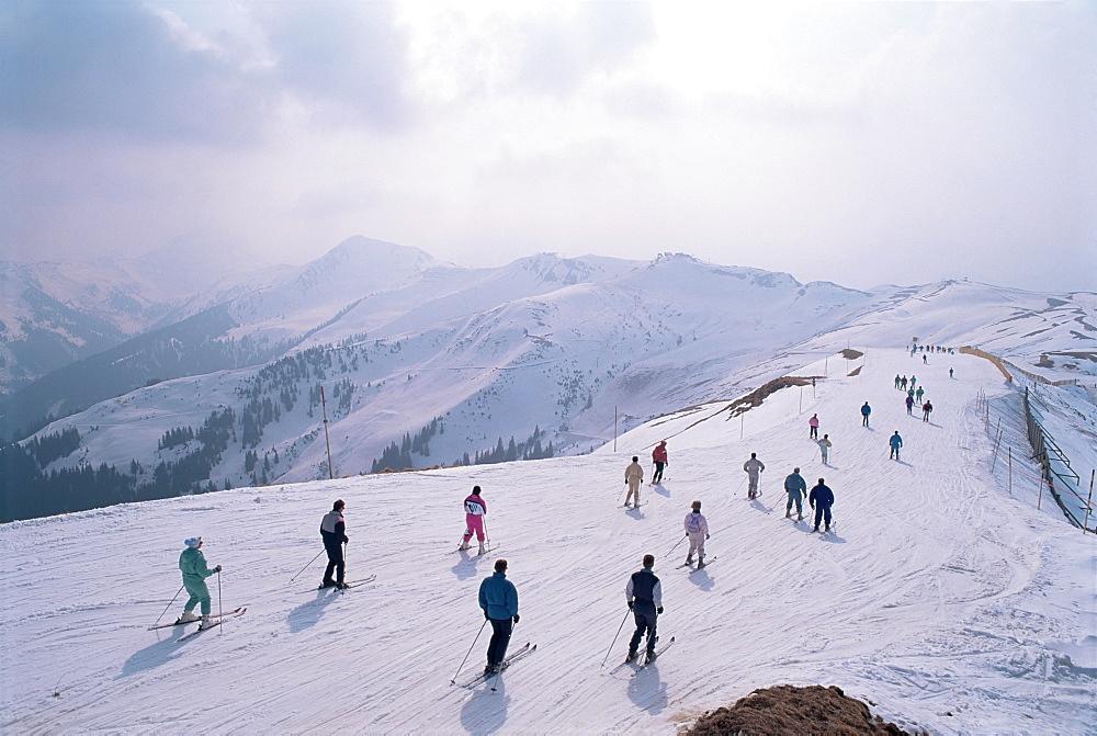 Skiers, Steinberkogel area, Kitzbuhel, Austria, Europe