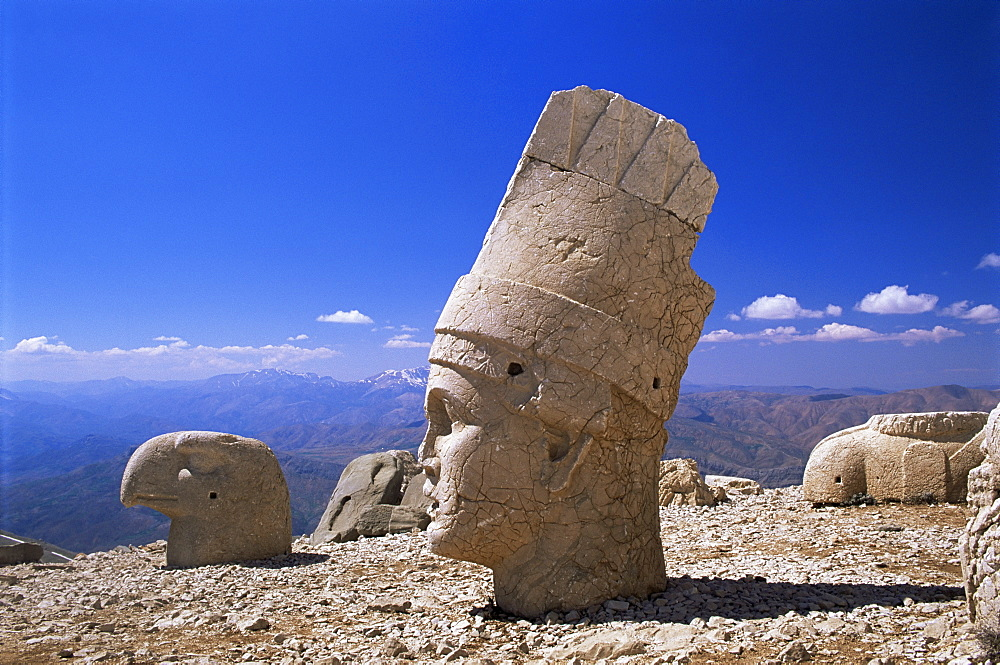 Head of Antiochos I Kommagenes, dating from 69 to 34 BC, West Terrace, Nemrud Dag (Nemrut Dag), UNESCO World Heritage Site, Anatolia, Turkey, Asia Minor, Eurasia