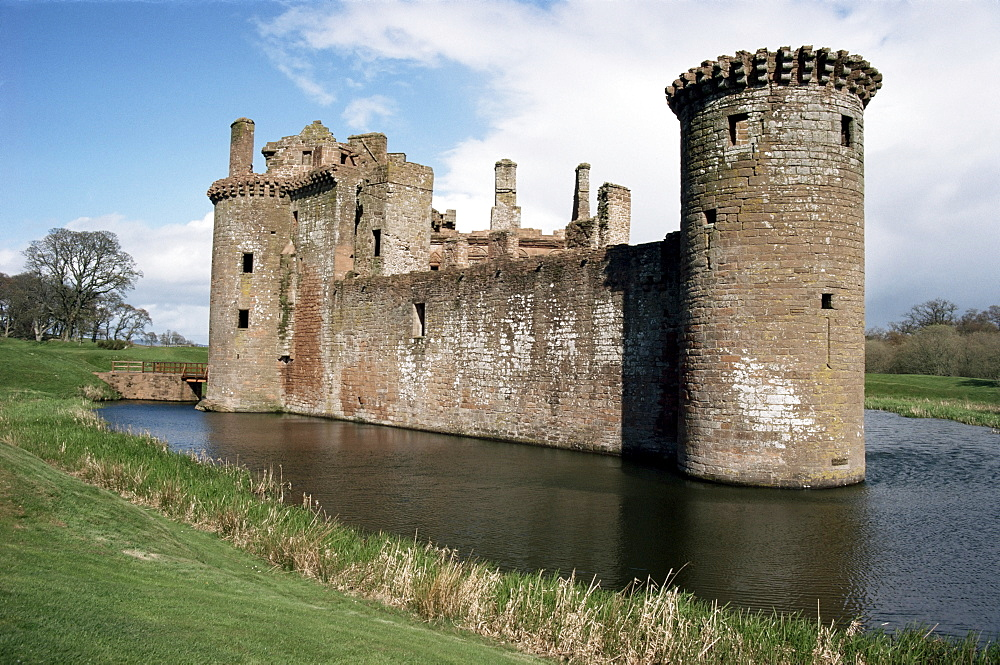 Caerlaverock Castle, dating from the 13th century, Dumfriesshire, Scotland, United Kingdom, Europe - 51-468