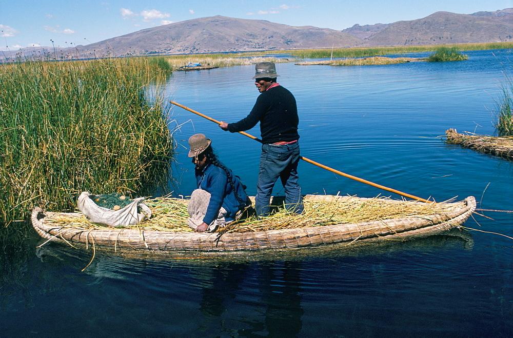 Boat of tortora reeds, floating islands of the Urus (Uros), Lake Titicaca, Peru, South America