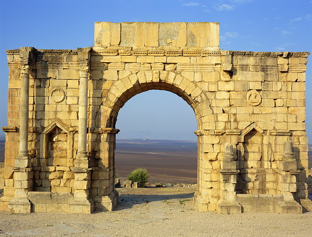 Triumphal Arch, Volubilis, UNESCO World Heritage Site, Morocco, North Africa, Africa