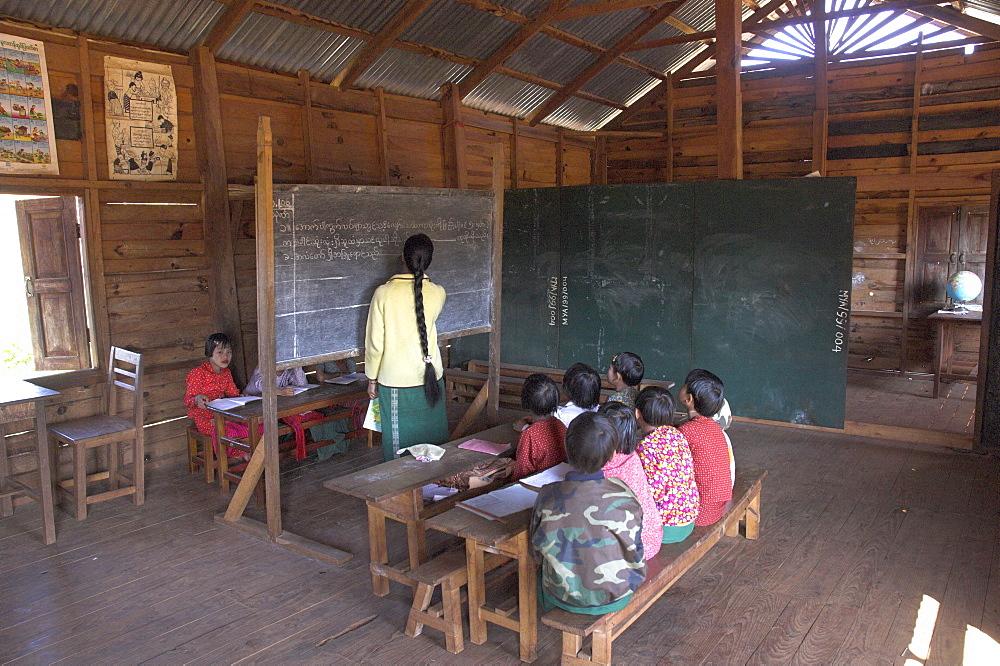 Pah Oh minority children in local village school, Pattap Poap near Inle Lake, Shan State, Myanmar (Burma), Asia