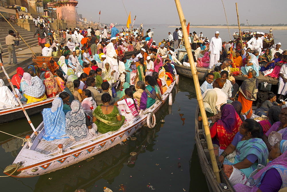 Groups of pilgrims in small boats on their way to a religious ceremony on the River Ganges, Varanasi, Uttar Pradesh state, India, Asia