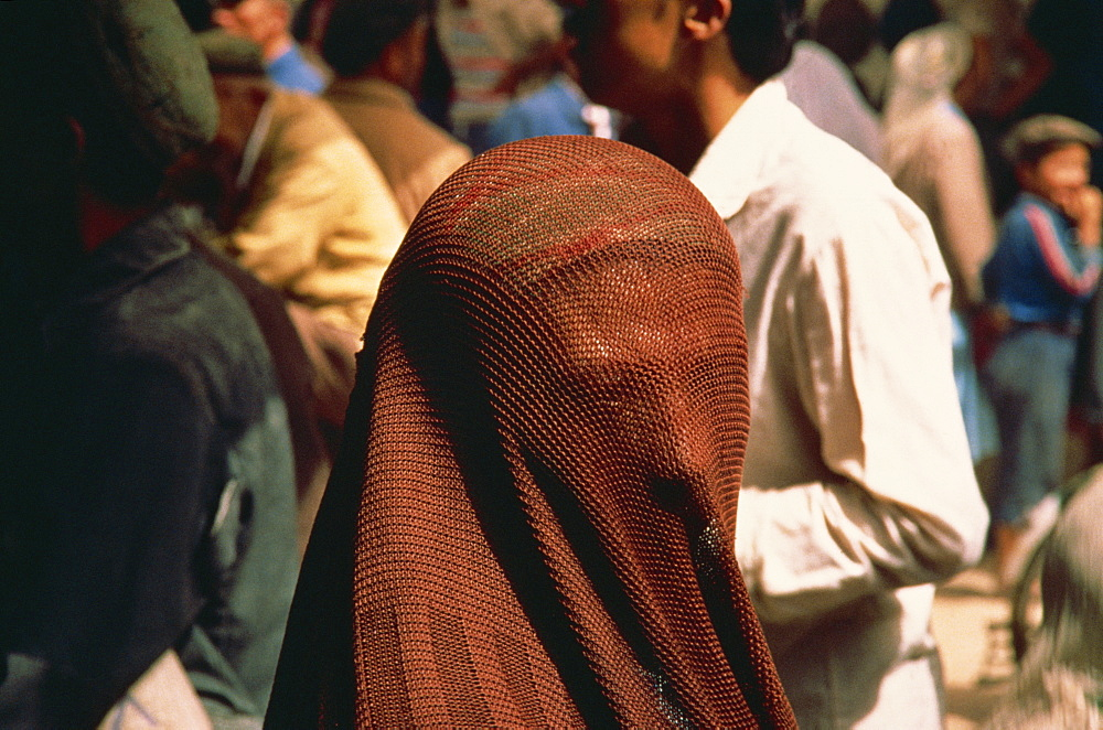 Veiled Muslim woman, Sunday Market, Kashi, China, Asia - 574-248