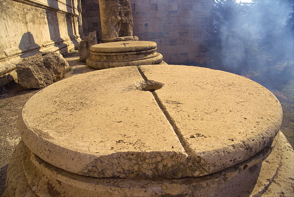 Base for column with groove for lead casting, Baalbek, UNESCO World Heritage Site, Lebanon, Middle East - 574-313