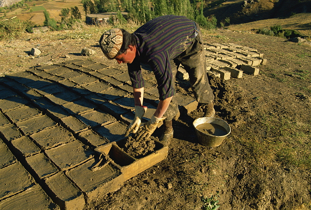 Man making clay bricks for his house, Kurdistan, Anatolia, Turkey, Asia Minor, Eurasia - 574-386