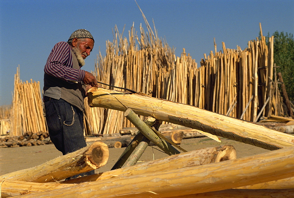 Cutting timber ready for sale, Kurdistan, Anatolia, Turkey, Asia Minor, Eurasia - 574-415
