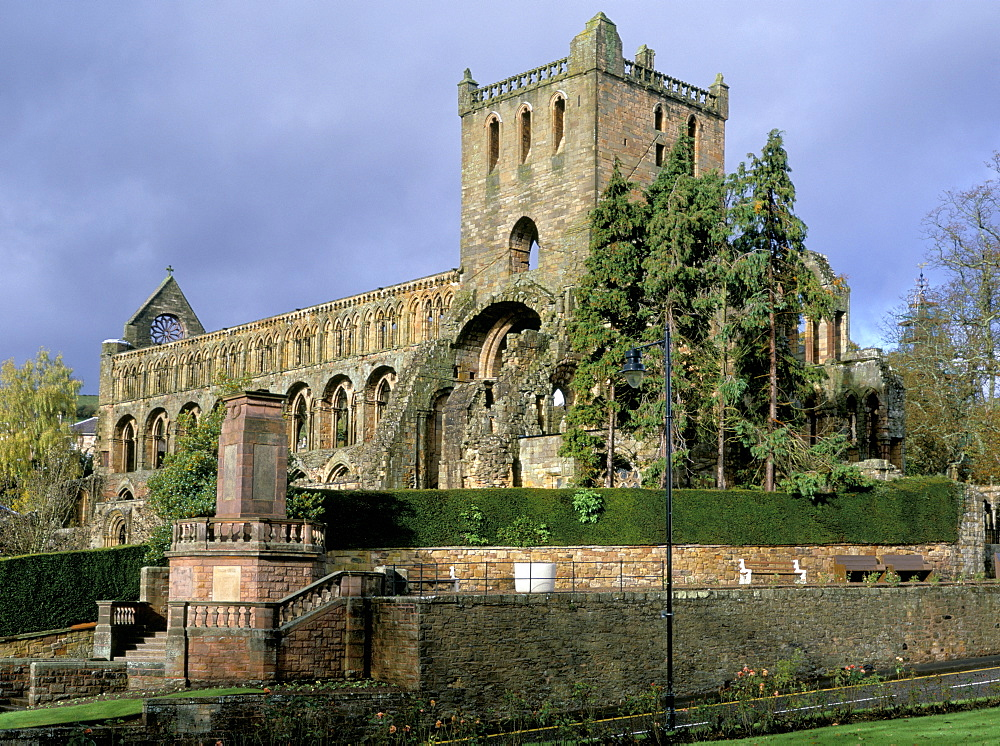 Jedburgh Augustinian Abbey, founded 1136 by King David, in the care of Historic Scotland, Jedburgh, Scottish Borders, Scotland, United Kingdom, Europe