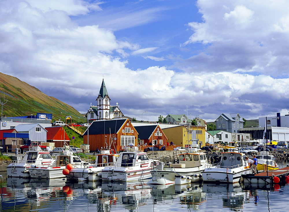 The harbour and quay of Husavik, a fishing town also popular for leisure and tourism including whale-watching, Husavik, Iceland - 586-1293