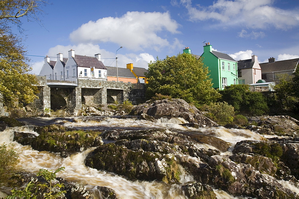 Sneem River below road bridge in village on Ring of Kerry tourist route, Sneem, Iveragh Peninsula, County Kerry, Munster, Republic of Ireland, Europe - 586-1391