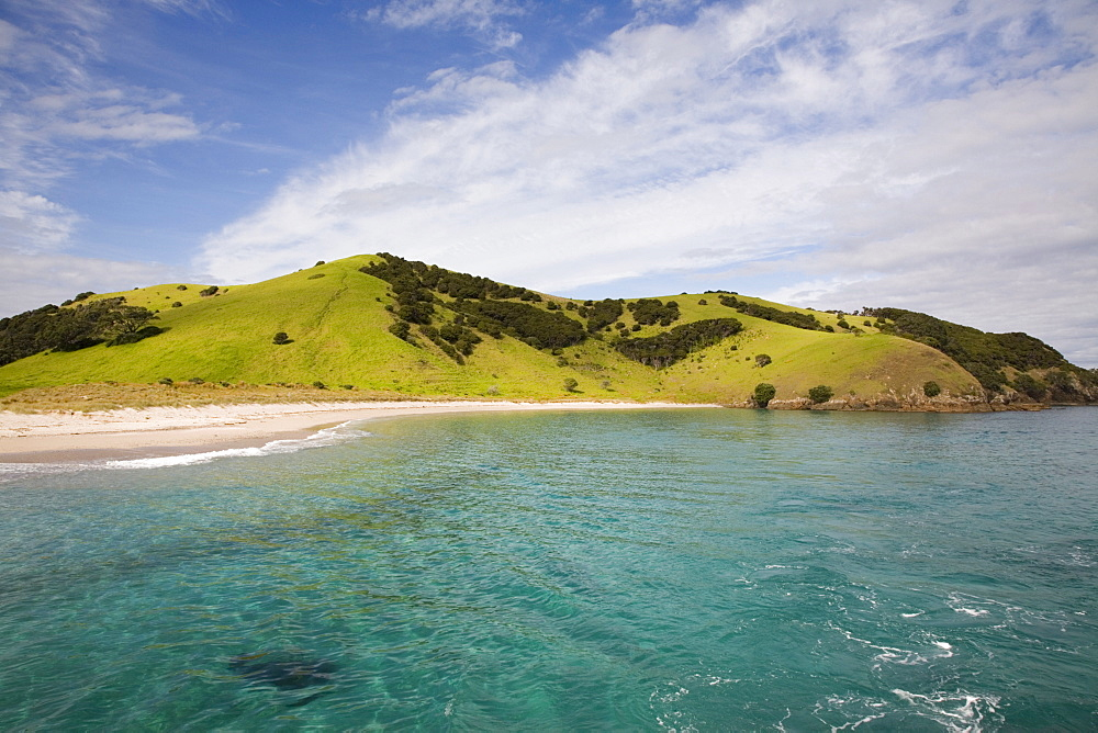 View back to Waewaetorea Island recreational reserve with sandy beach across clear green blue sea on Pacific coast, Bay of Islands, Northland, North Island, New Zealand, Pacific - 586-1467