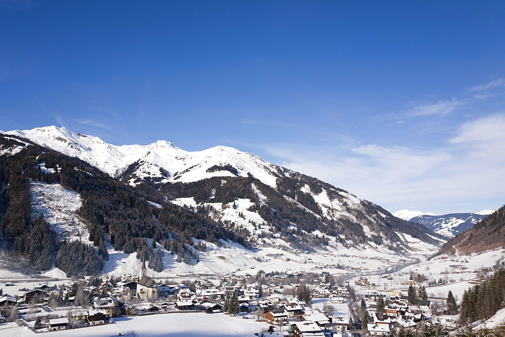 Alpine ski resort in Austrian Alps with snow in Rauriser Sonnen Valley and on Sonniblick Mountains in winter, Rauris, Austria, Europe - 586-1476