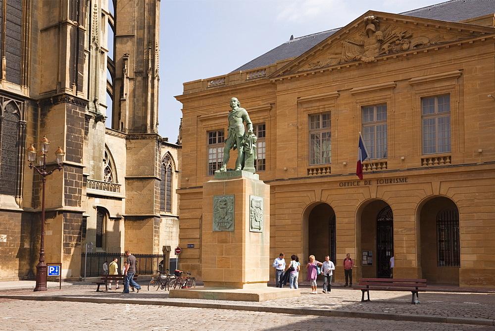 Bronze statue of Abraham de Fabert d'Esternay by St. Etienne cathedral and Tourist Information building, Place d'Armes, Metz, Lorraine, France, Europe - 586-1484