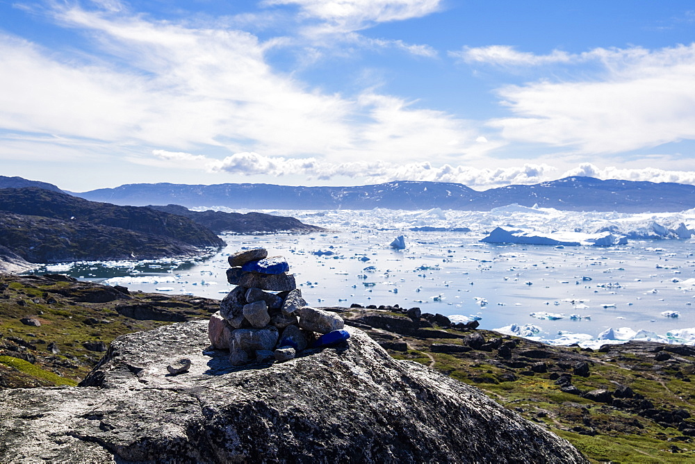 Blue trail Holms Bakke hike beside Ilulissat Icefjord with icebergs from Jakobshavn Glacier, UNESCO World Heritage Site, Greenland, Polar Regions