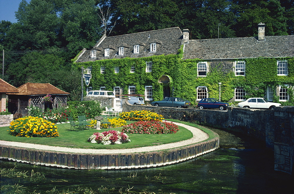 Swan Hotel on a bend in the River Coln, Bibury, Gloucestershire, The Cotswolds, England, United Kingdom, Europe - 59-176