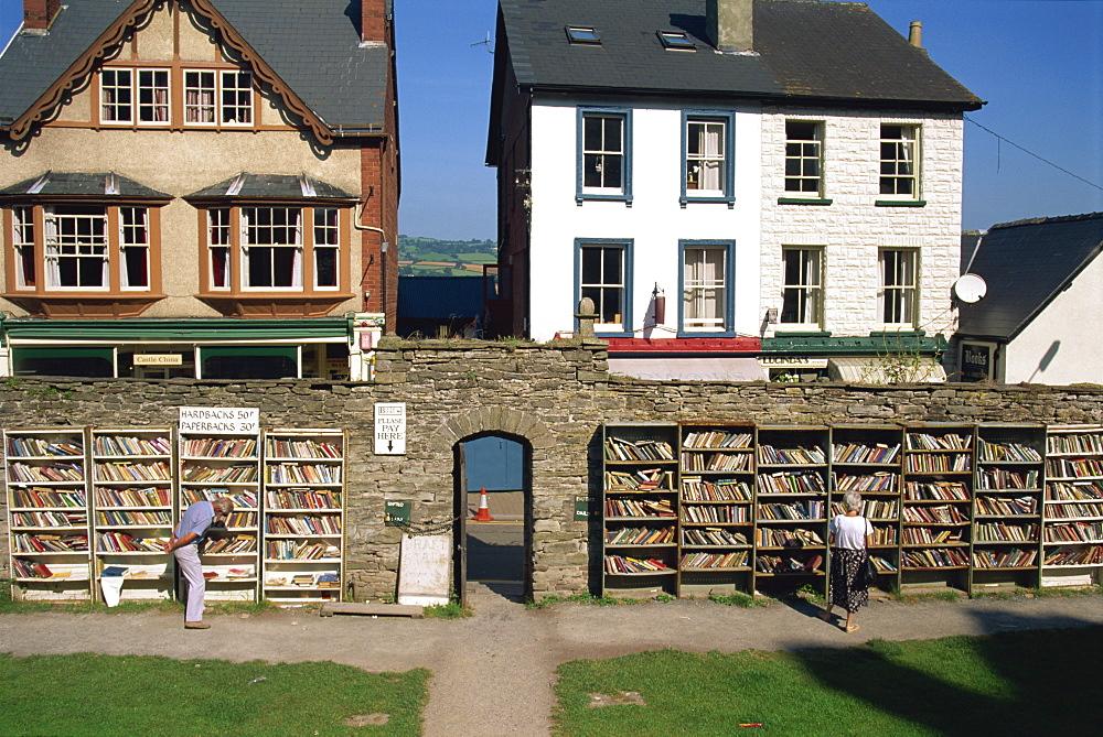 Outdoor bookshop, Hay on Wye, Herefordshire, England, United Kingdom, Europe