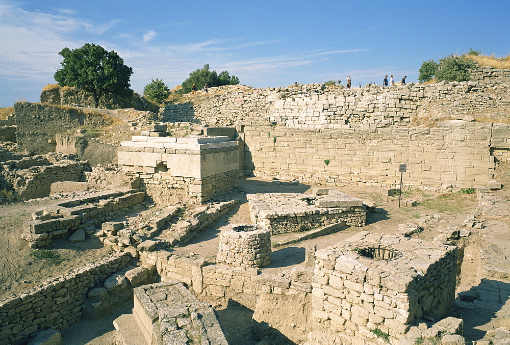Ancient ruins at archaeological site, Troy, UNESCO World Heritage Site, Anatolia, Turkey, Asia Minor, Eurasia