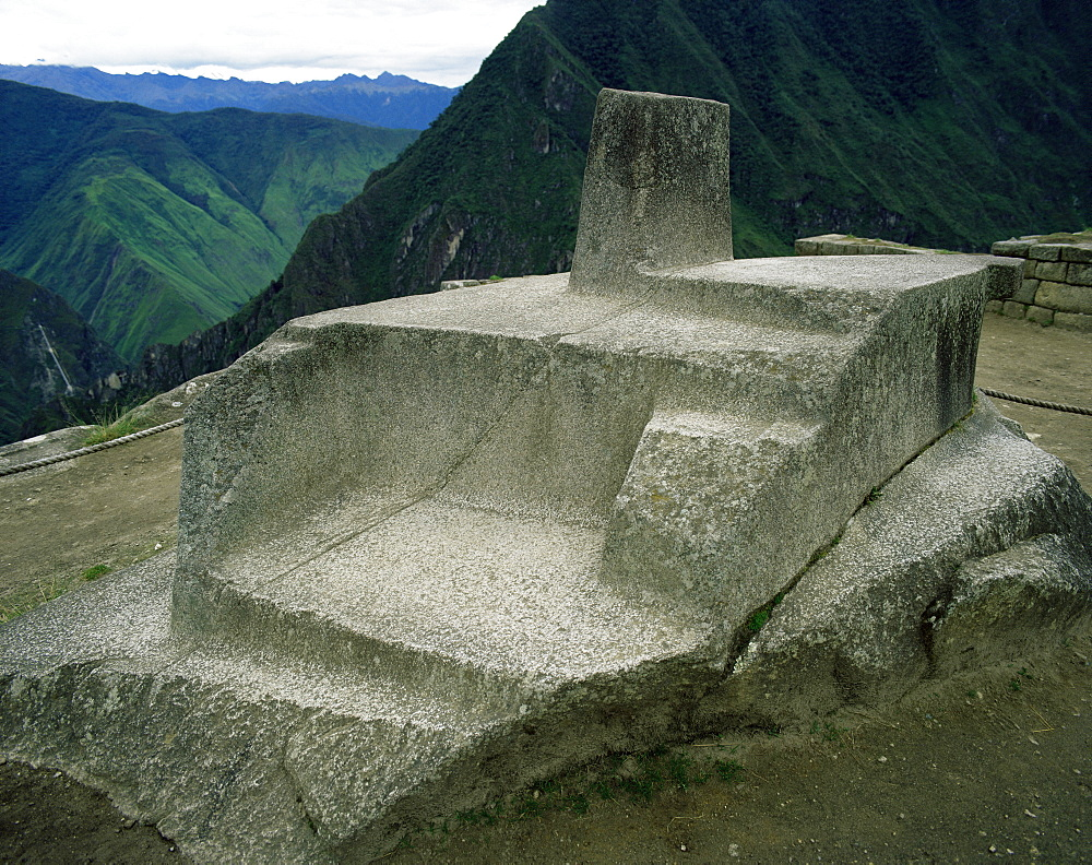 The Intihuatana (hitching post for the sun), Sun Temple, Machu Picchu, UNESCO World Heritage Site, Peru, South America - 62-401